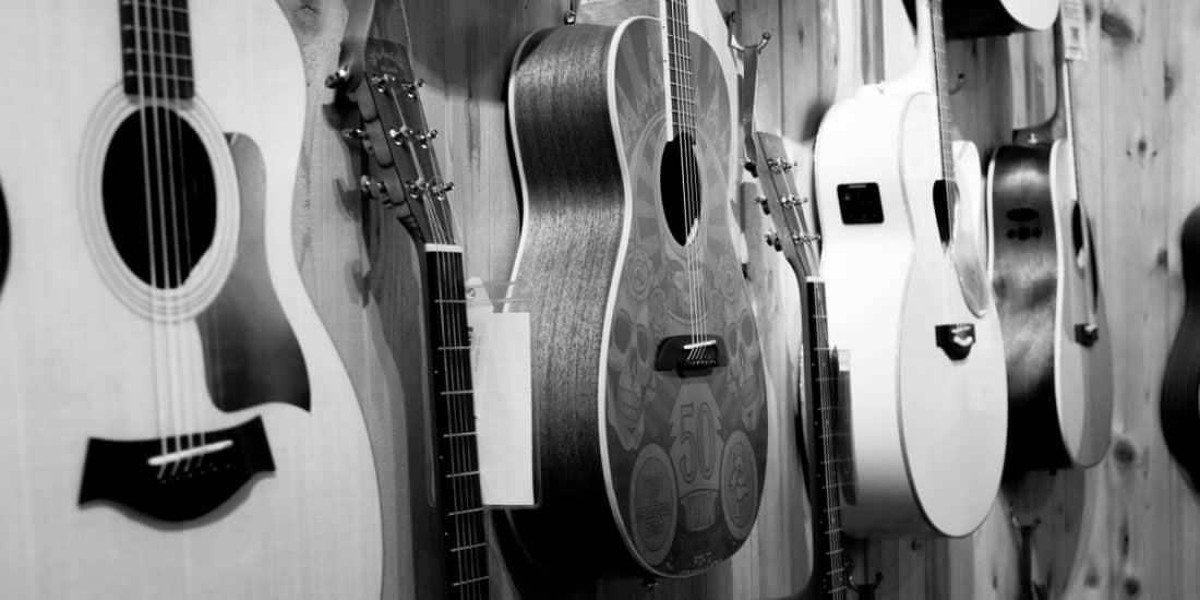 גיטרות למכירה בחנות