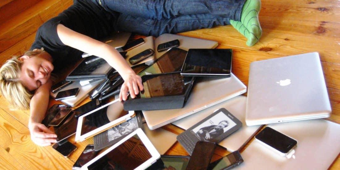 להתחבק עם הרבה מכשירים אלקטרוניים