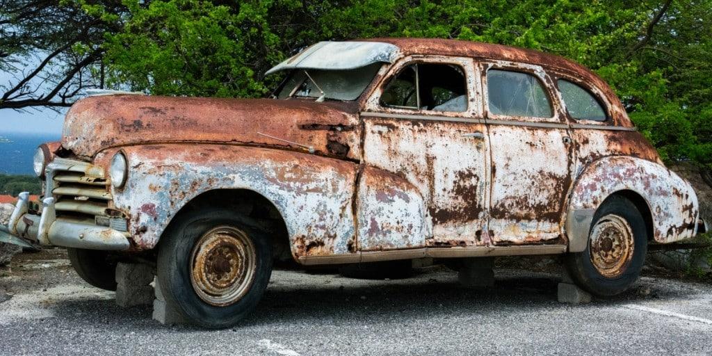 רכב חלוד וישן