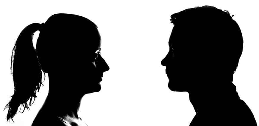 צללית של אישה ושל איש