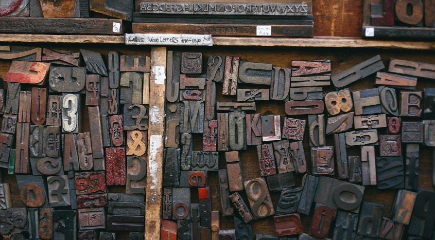 שבלונות של אותיות של מכונת דפוס