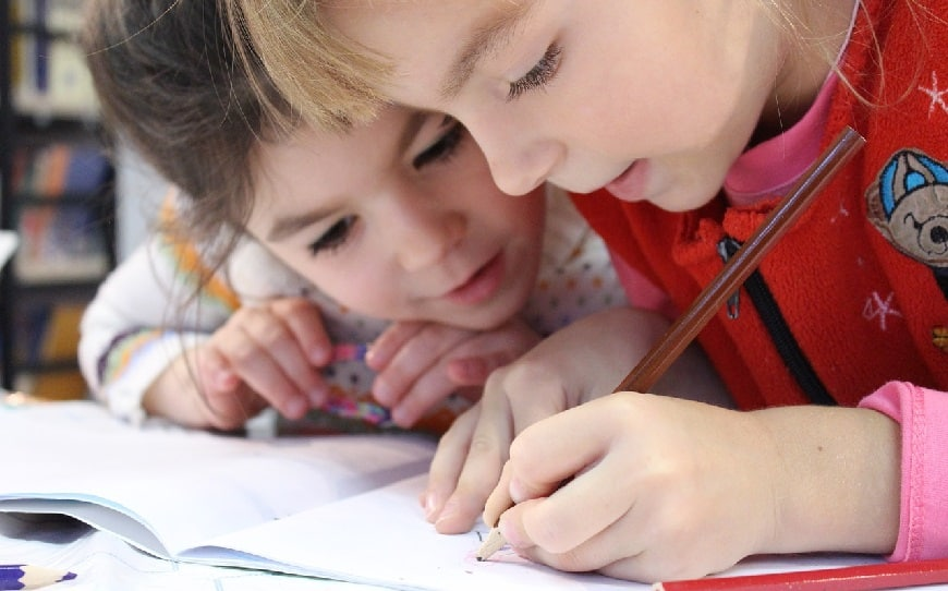 ילדים לומדים לכתוב
