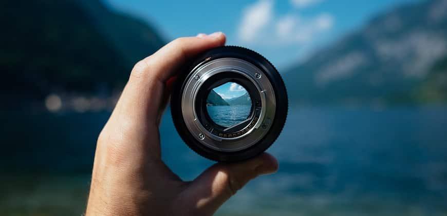 עדשת מצלמה - פוקוס על הרים