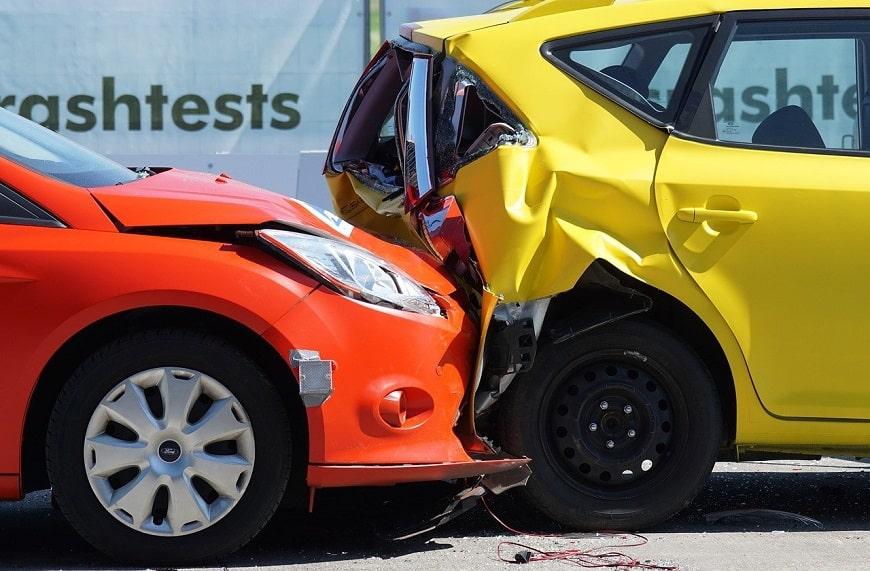 תאונה בין 2 מכוניות